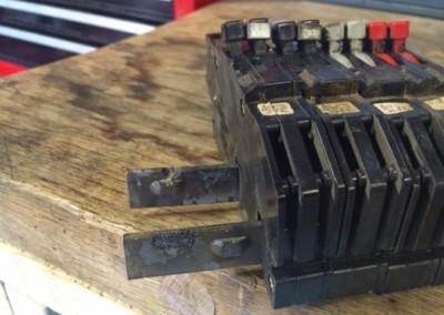 damaged-zinsco-electrical-breaker-bus-bar