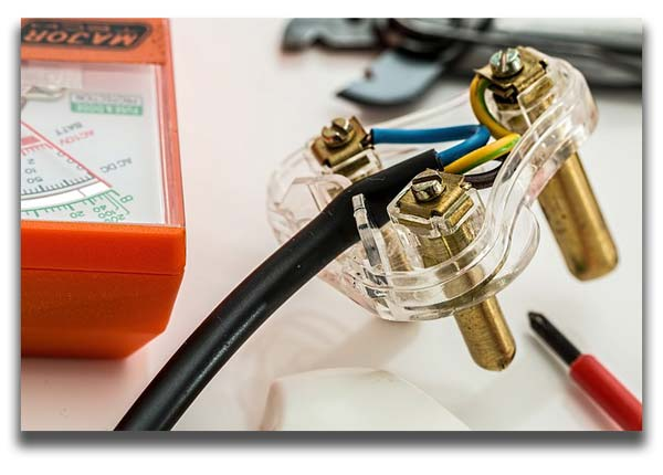 Looking for an electrical handyman? Consider a licensed electrician instead.